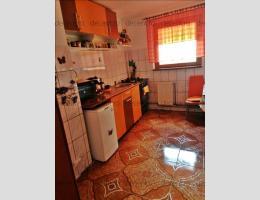 Apartament 3 camere Calea Bucuresti, etaj intermediar